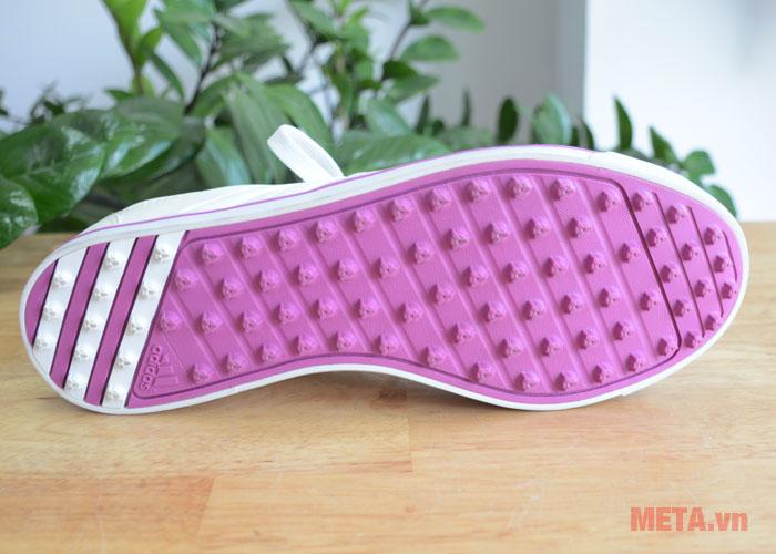 Phần đế của giày chơi golf