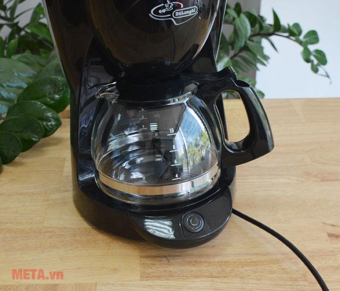 Máy pha cà phê Delonghi ICM2.1B có màu đen sang trọng.
