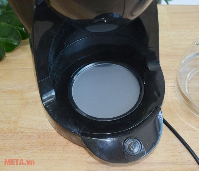 Máy pha cà phê với nút công tắc