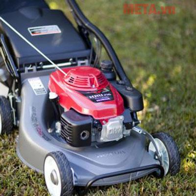 Máy cắt cỏ xăng