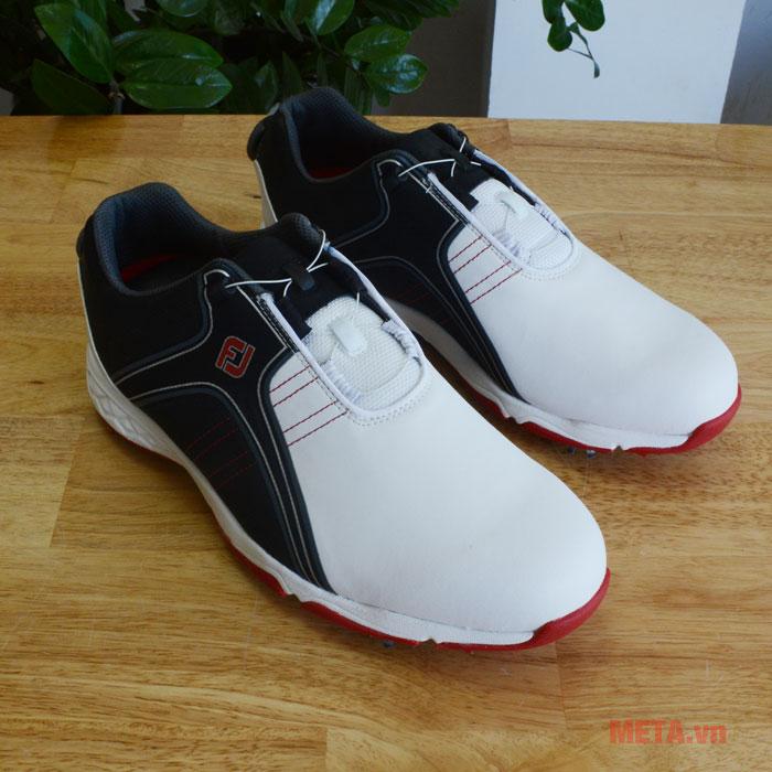 Giày chơi golf dễ dàng lau chùi