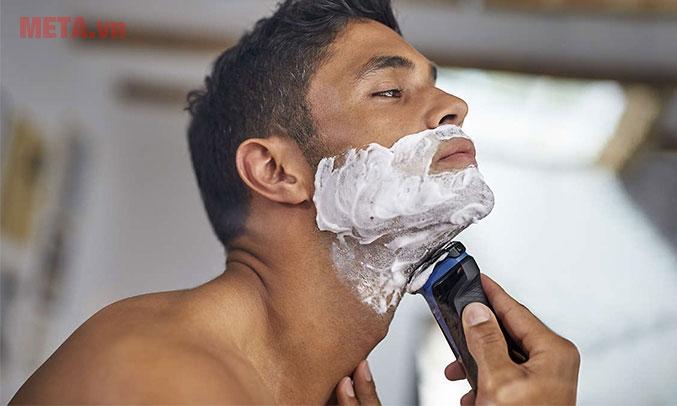 Sử dụng máy cạo râu