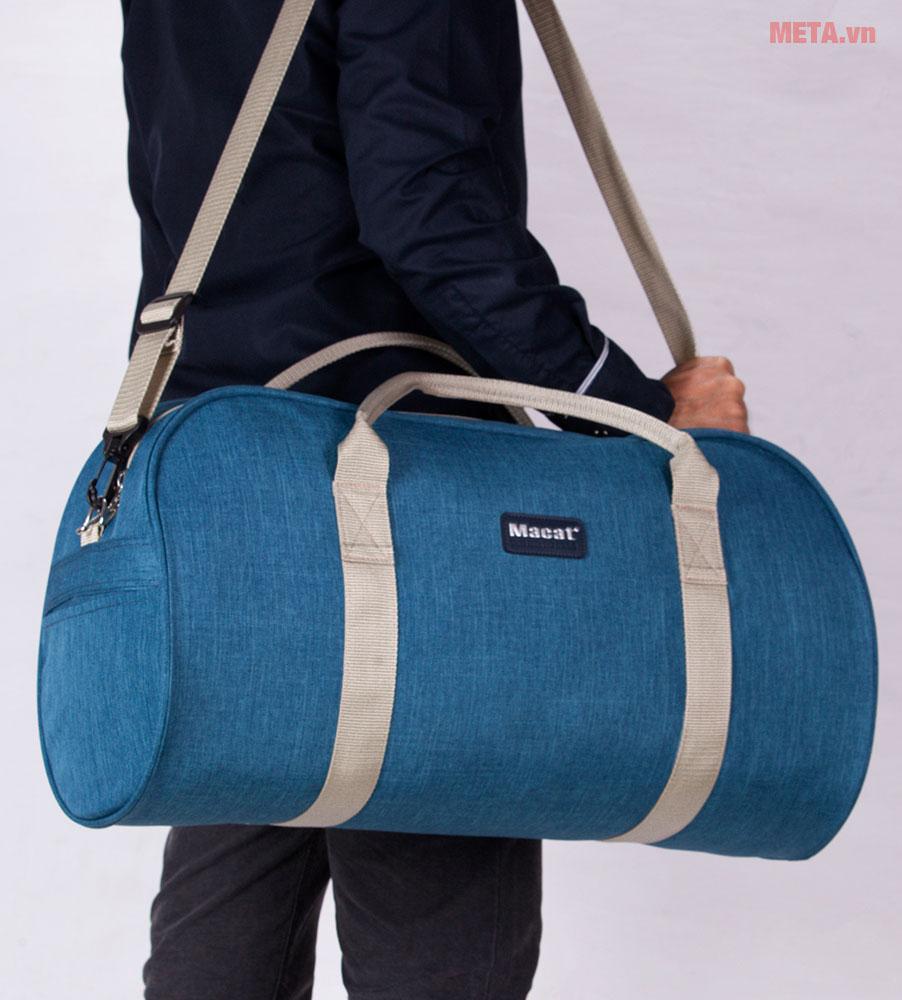 Túi du lịch màu xanh