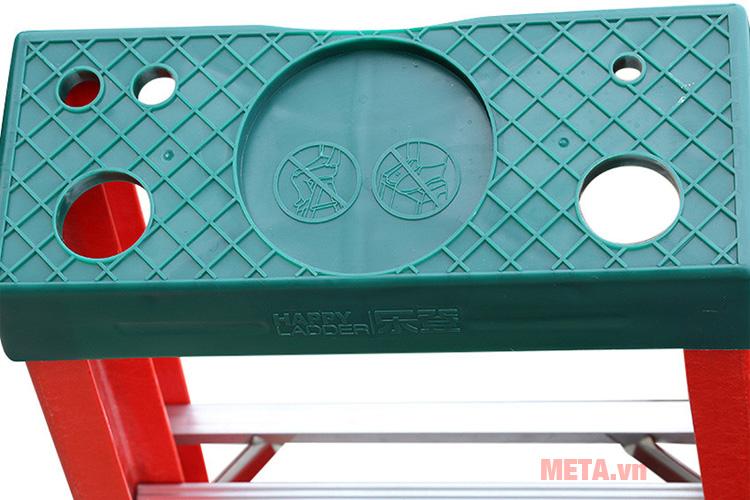 Thang cách điện chữ A Nikawa NKJ-8C giúp leo trèo sửa chữa điện an toàn tuyệt đối.