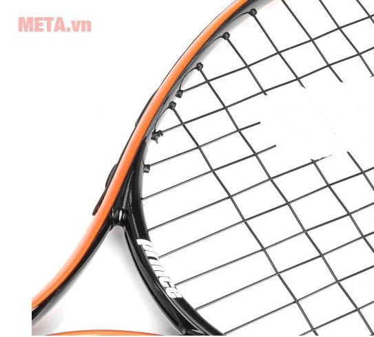 Vợt tennis có cán chắc chắn