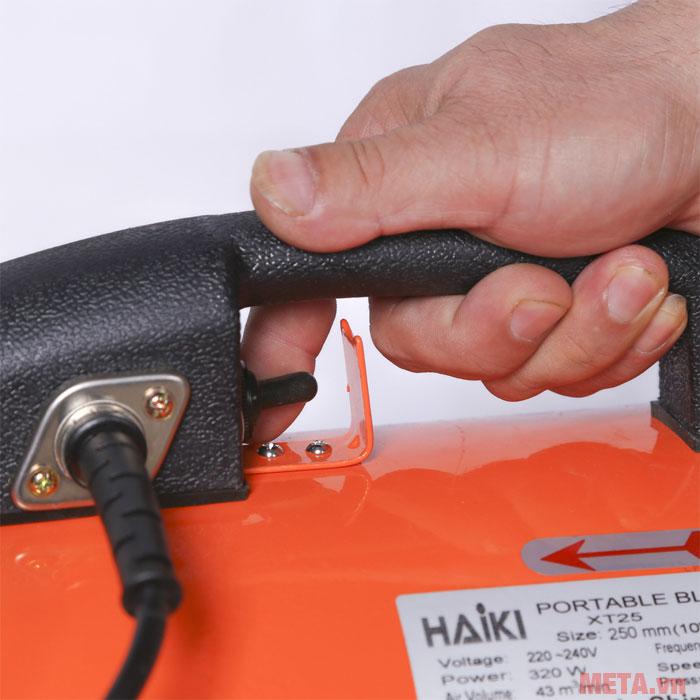 Tay cầm giúp người dùng mang quạt đến mọi vị trí khi sử dụng
