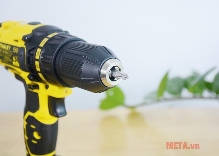Máy khoan pin Stanley SCD 20C2 được trang bị 1 mũi vặn vít