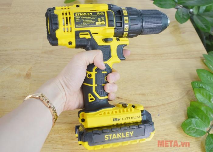 Máy khoan pin Stanley SCD 20C2 nhỏ gọn, dễ dàng cầm tay
