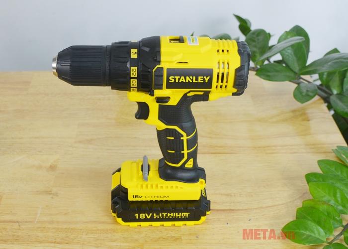 Máy khoan pin Stanley SCD 20C2 12mm - 18V với thiết kế phần mũi khoan.