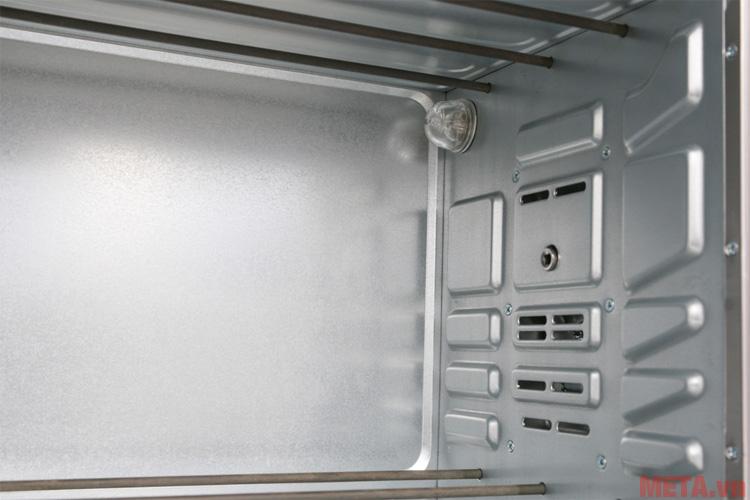 Khoang lò dễ dàng vệ sinh sau khi sử dụng