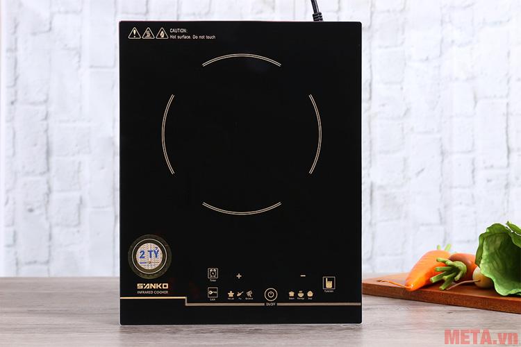 Mặt bếp làm từ chất liệu cao cấp dễ dàng vệ sinh sau khi sử dụng