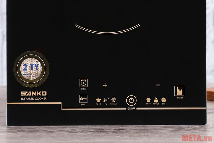 Bảng điều khiển được thiết kế trên mặt bếp