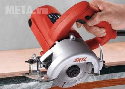 Sử dụng máy cắt gạch