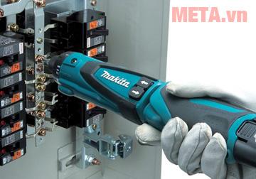 Máy khoan vặn vít dùng được ở dạng thẳng