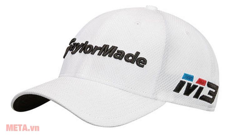 Mũ golf có màu trắng trang nhã