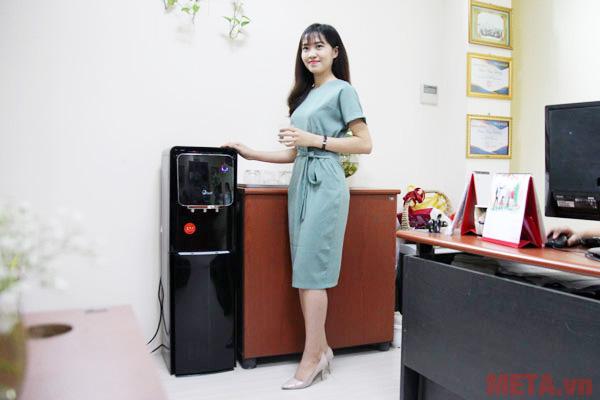 Hình ảnh sử dụng cây nước nóng lạnh FujiE WD5000C