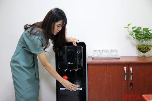 Người dùng dễ dàng lấy nước khi có nhu cầu sử dụng