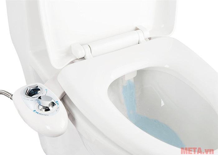 Hình ảnh minh họa sử dụng thiết bị xịt rửa thông minh