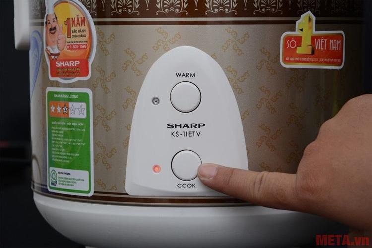 Nhấn nút để lựa chọn chế độ nấu hay hâm nóng