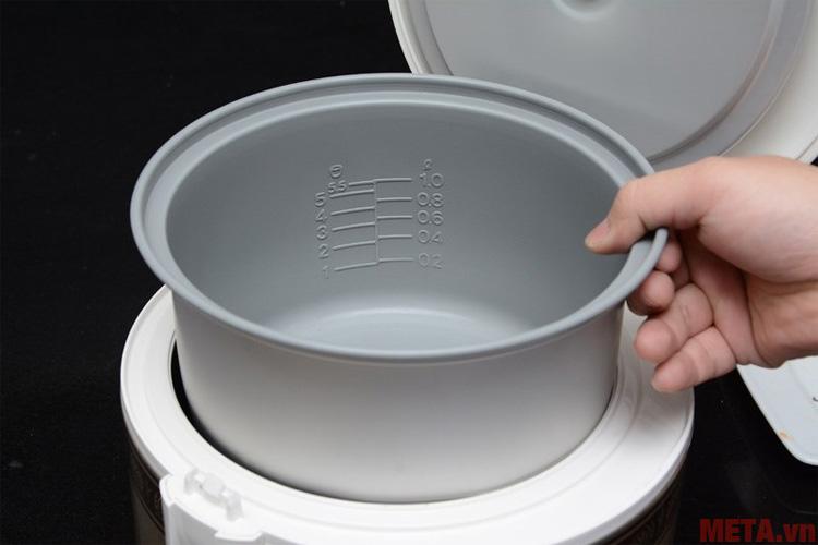 Lòng nồi có khả năng chống dính tiết kiệm gạo và dễ dàng vệ sinh