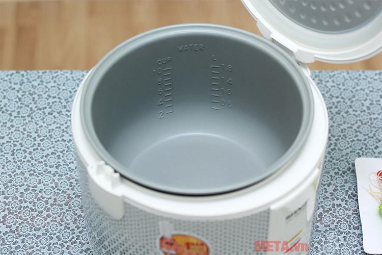 Lòng nồi chống dính dễ dàng vệ sinh sau khi sử dụng