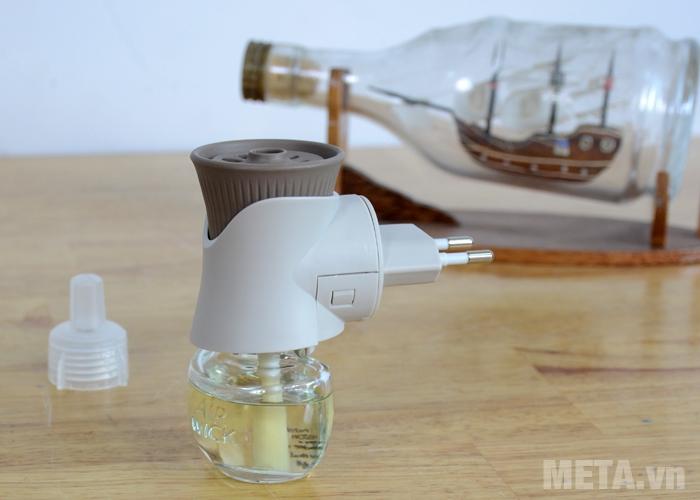 Bộ tinh dầu cắm điện Airwick Aroma Oil Diffuser dễ dàng sử dụng