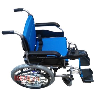 Xe lăn điện A95 Akiko có tay đẩy giúp người thân dễ dàng hỗ trợ bệnh nhân hơn