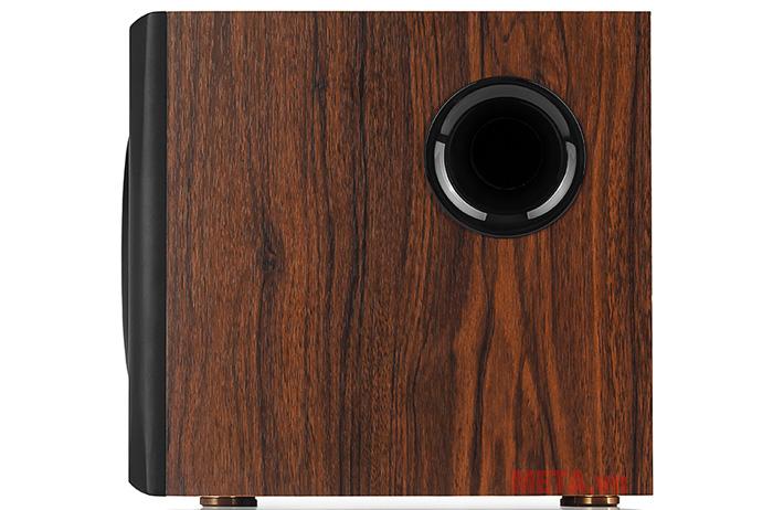 Những đường vẫn gỗ trên thân loa tạo cho loa điểm nhấn đẹp mắt