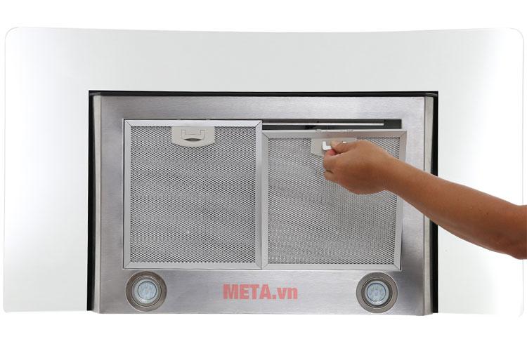 Máy được trang bị đèn Led chiếu sáng, giúp thuận tiện hơn khi nấu nướng.