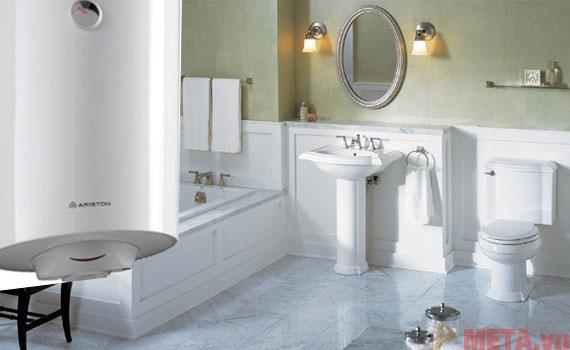 Chiếc bình có thiết kế hiện đại cho không gian phòng tắm tiện nghi hơn.