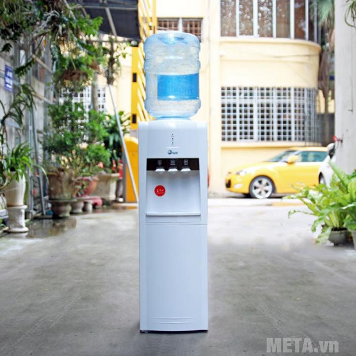 Cây nước nóng lạnh FujiE WD1800C dễ dàng sử dụng