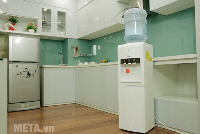 Cây nước nóng lạnh FujiE WD1800C phù hợp sử dụng trong gia đình