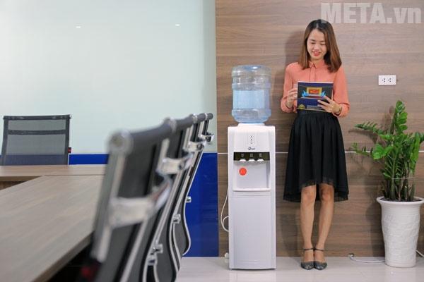 Cây nước nóng lạnh FujiE WD1800C tiện ích dùng cho văn phòng