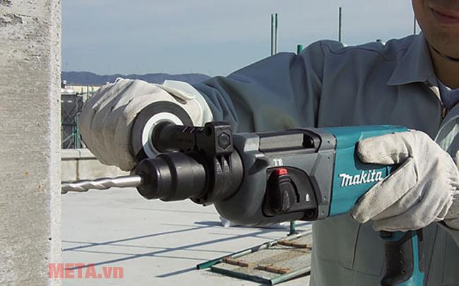 Sử dụng máy khoan bê tông
