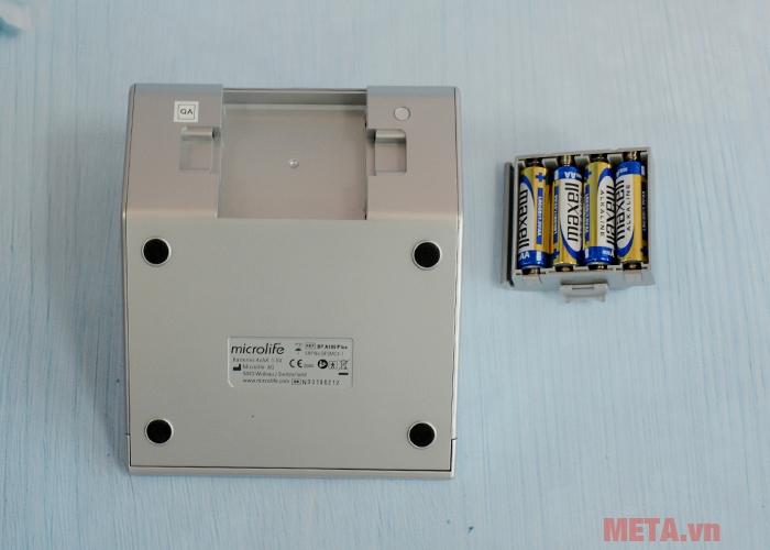 Máy đo huyết áp bắp tay Microlife BP A100 Plus sử dụng 4 pin AA 1.5V
