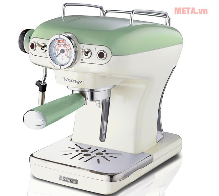 Máy pha cà phê Ariete MOD 1389 có kiểu dáng cổ điển.