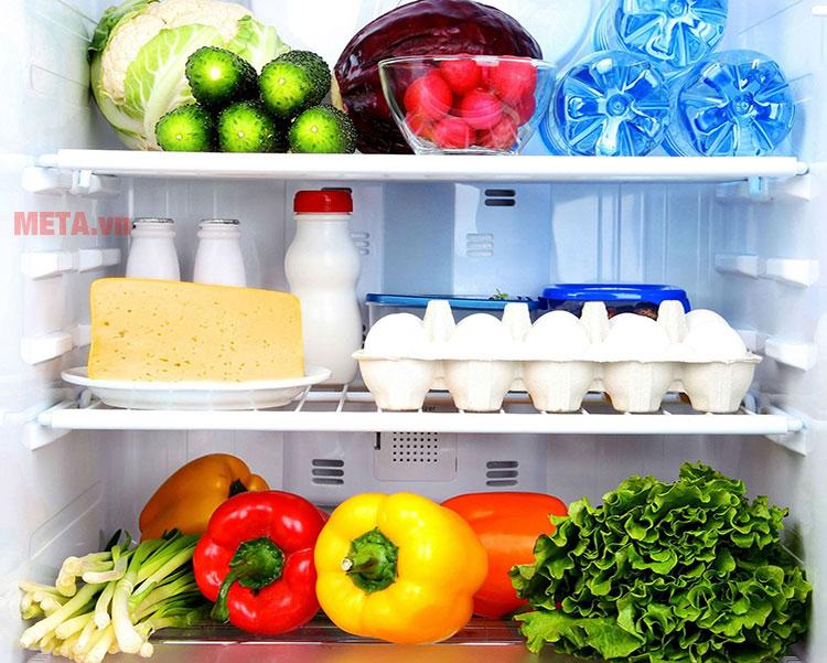 Các khay kệ có thể điều chỉnh, giúp bạn sắp xếp thực phẩm được thuận tiện