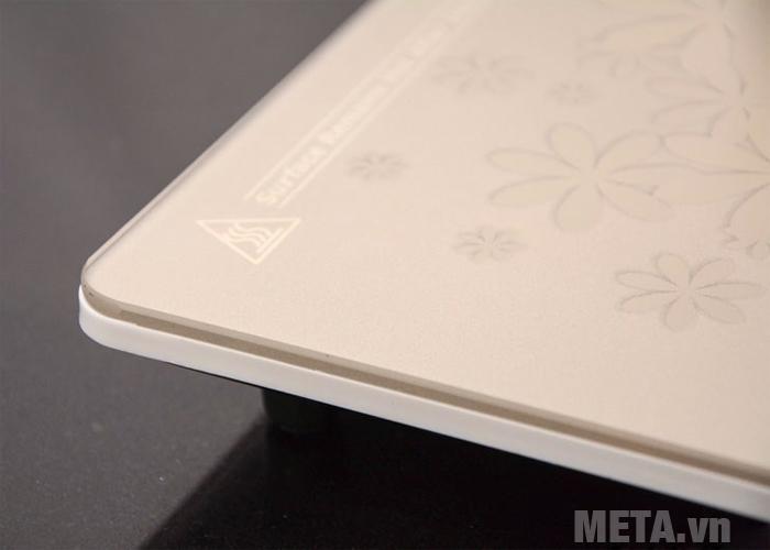 Mặt kính của bếp điện từ đơn KG419i được làm bằng Titanium cao cấp, siêu bền