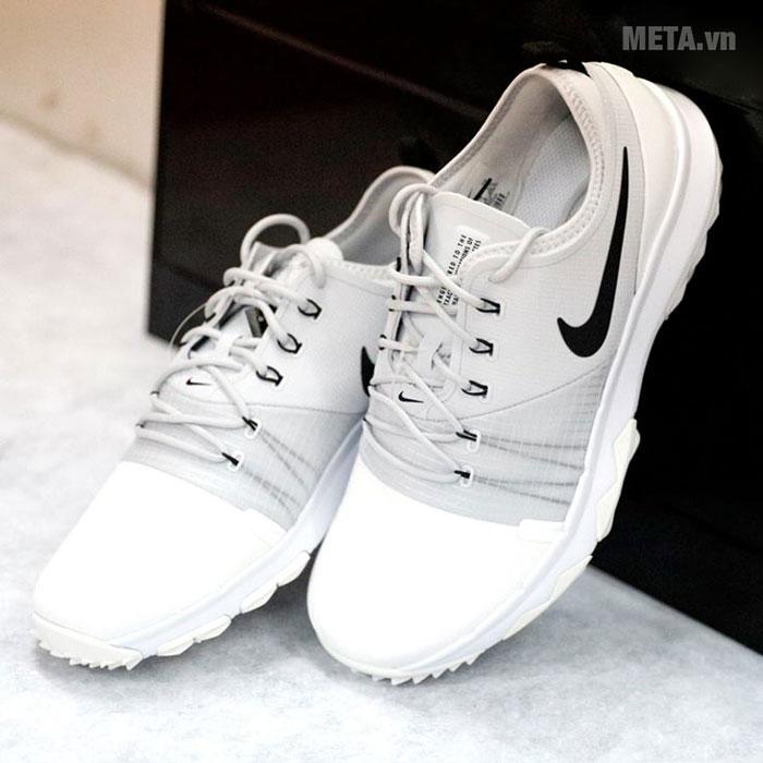 Giày golf thiết kế phong cách