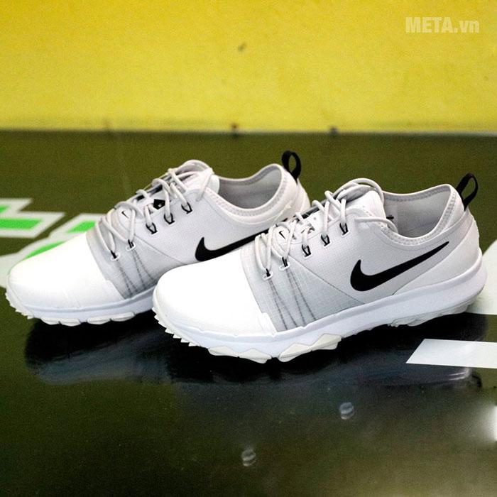Giày golf có kiểu dáng thể thao