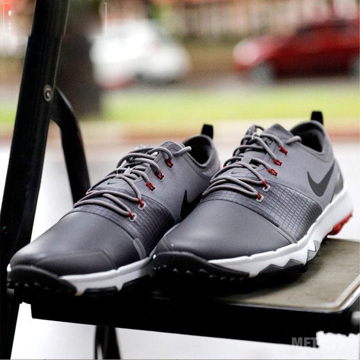 Giày golf màu ghi xám