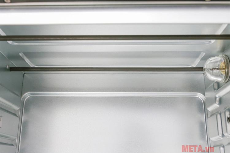 Đèn trong khoang lò giúp bạn theo dõi quá trình thực phẩm chín