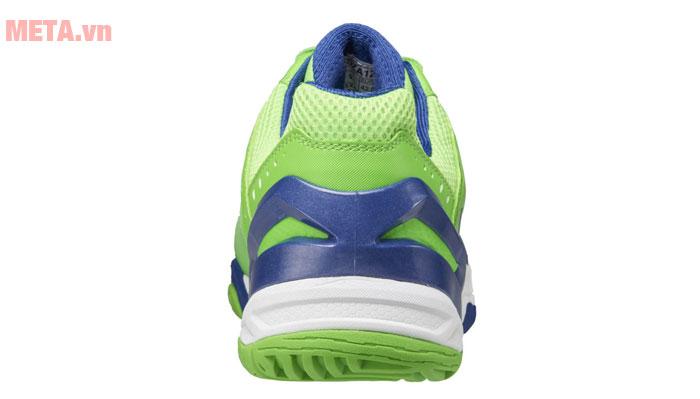 Phần sau của giày tennis