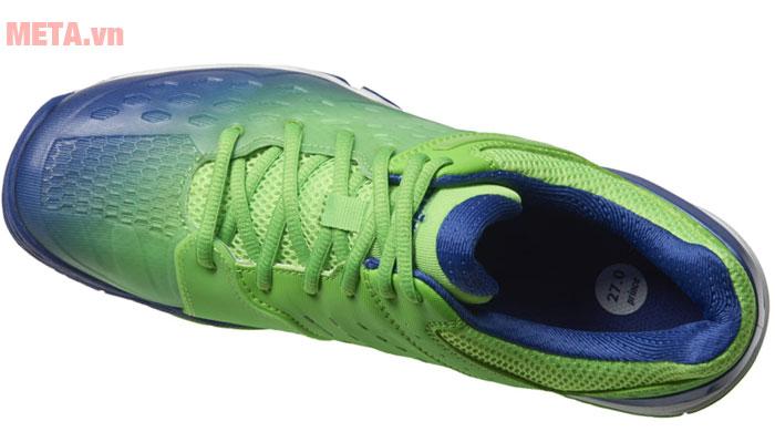 Giày tennis có dây đan chắc chắn