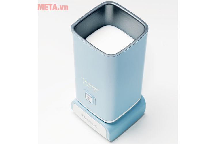 Máy có thể tích 140ml cho sữa bọt và 250ml sữa nóng