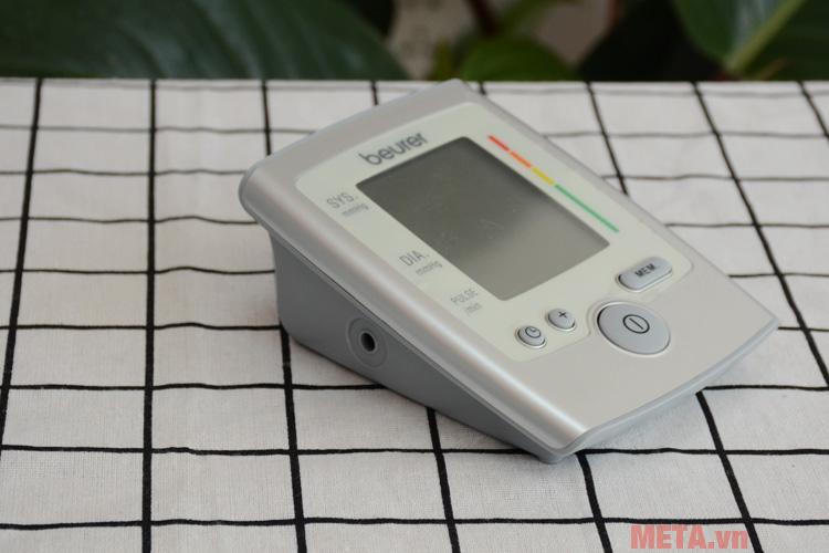 Máy đo huyết áp Beurer BM35 với nút bấm tiện lợi.