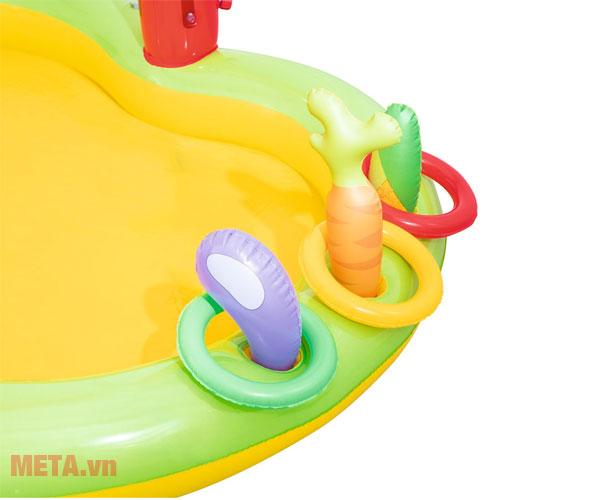 Bể có nhiều họa tiết thu hút các bé