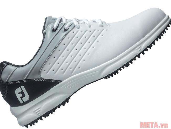 Giày được thiết kế với màu trắng tinh tế