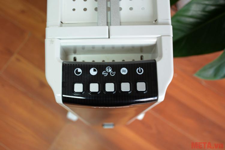 Một bảng điều khiển được thiết kế trên thân máy
