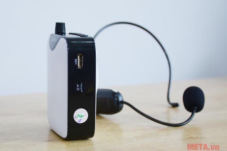 Vị trí cắm USB và thẻ nhớ